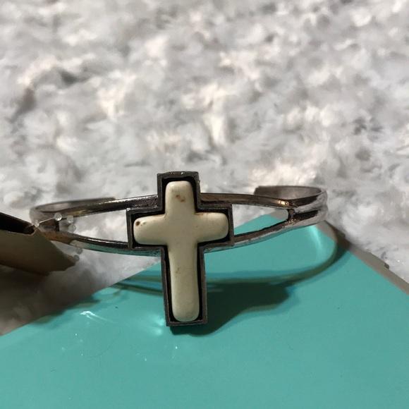 jeep girl glam Jewelry - Silver tone cross bracelet